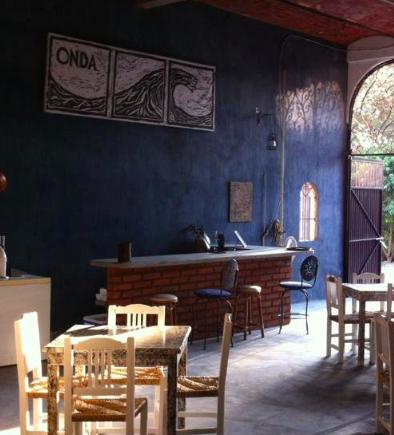 Este es el interior de la cervecería Onda.